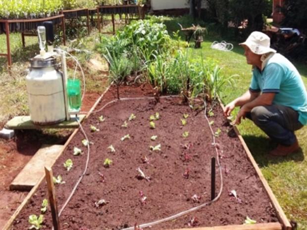 Irrigador solar desenvolvido pela Embrapa pode ser fabricado com material reciclado (Foto: Embrapa/Joana Silva)