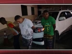 Homens suspeitos de envolvimento na morte do empresário foram presos na Bahia (Foto: Ramon Ferraz/TV Bahia)