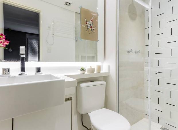 Ultramodernos, os azulejos da Lurca foram usados no banheiro que fica no quarto do casal (Foto:   ATA Photograph/Divulgação)