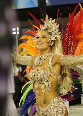 Antônia Fontenelle desfila pela Mocidade (Foto: Clayton Militão / Photo Rio News)