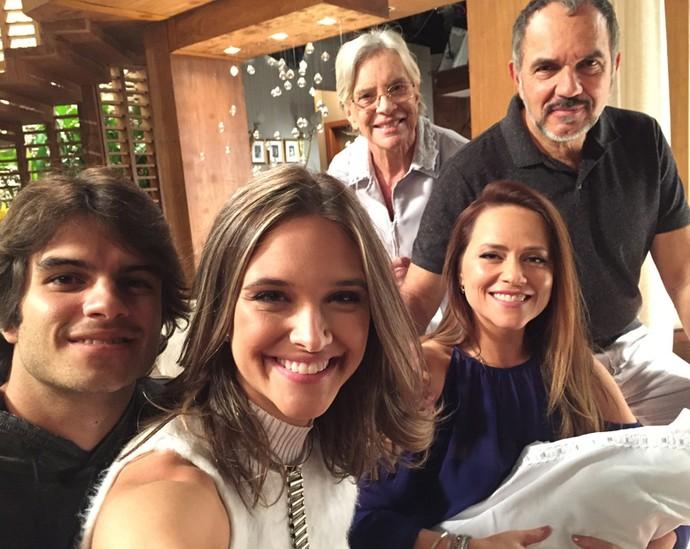 Família de Germano e Lili tem um novo integrante (Foto: TV Globo)