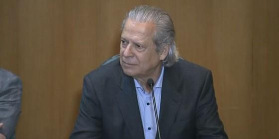 O ex-ministro da Casa Civil José Dirceu permaneceu em silêncio durante depoimento à CPI da Petrobras (Foto: Reprodução)