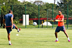 Magrão volta aos treino no Sport (Foto: Maurício Penedo)