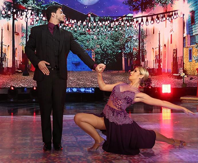 Arthur Aguiar esbanjou elegância com esse figurino de tango (Foto: Carol Caminha / Gshow)