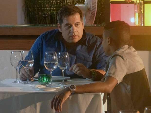 Vicente tem papo sério com Barata (Foto: Geração Brasil/TV Globo)