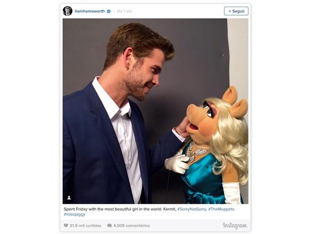 Liam Hemsworth postou foto com Miss Piggy (Foto: Reprodução/Instagram)