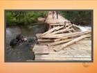 Caminhão cai em rio após ponte de madeira quebrar e 3 morrem em SC
