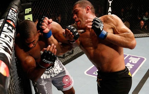 UFC 156 Alistair Overeem  Antonio Pezao Silva (Foto: Agência Getty Images)