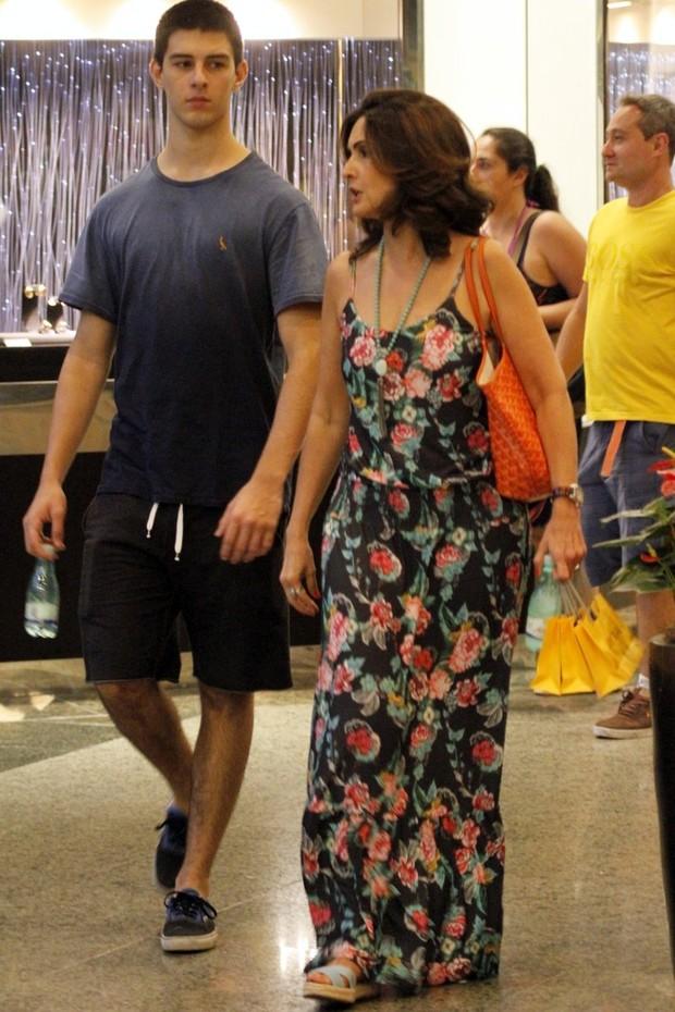 Fatima Bernardes e o filho em shopping no RJ (Foto:  Marcos Ferreira /Brazil News)