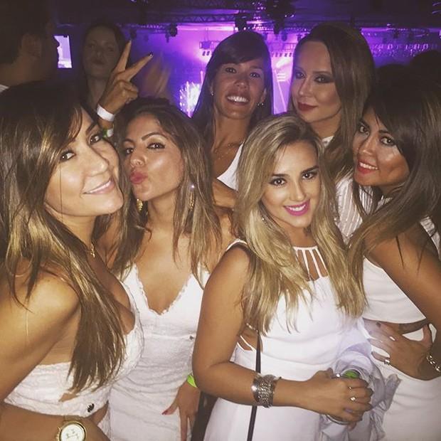Ex-BBB Anamara com amigas em show na Zona Oeste do Rio (Foto: Instagram/ Reprodução)