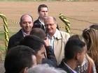 Moradores protestam contra pedágio durante visita de Geraldo Alckmin