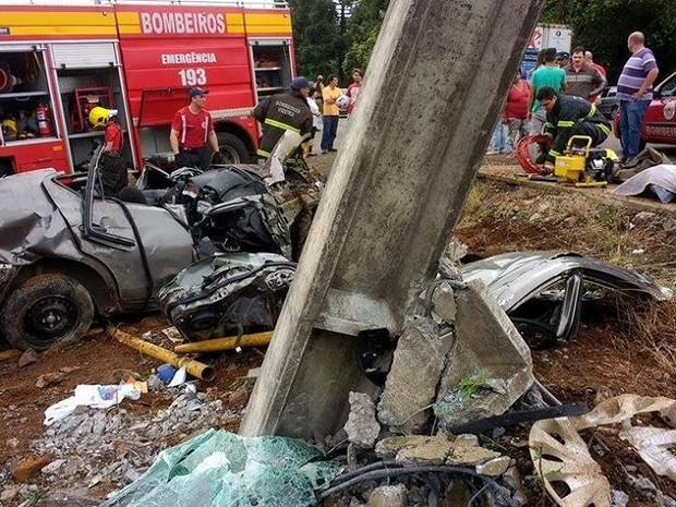 Jovem de 18 anos morreu no local do acidente (Foto: Corpo de Bombeiros de Videira/Divulgação)