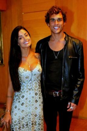 Aline Riscado e Felipe Roque em teatro na Zona Sul do Rio (Foto: Daniel Delmiro/ Ag. News)