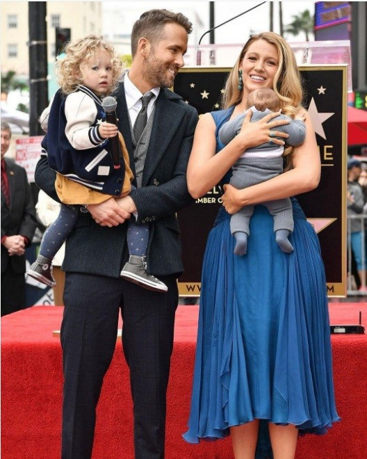 Ryan Reynolds, Blake Lively e as filhas (Foto: Instagram)