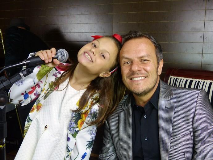 Rafa Gomes cantou junto com o vocalista da Big Time, Franco Calgaro (Foto: Divulgação/RPC)