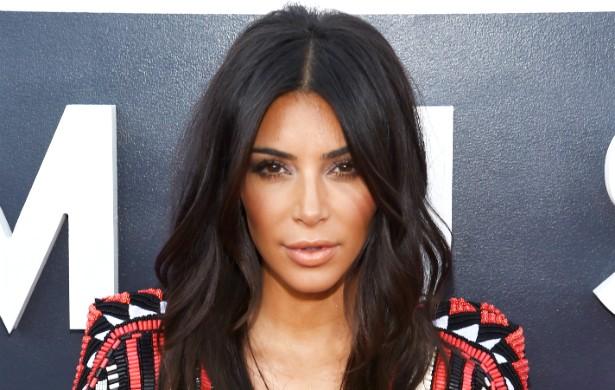 """Kim Kardashian, ex-melhor amiga e ex-assistente pessoal de Paris Hilton, seguiu os passos da loira: a socialite morena deve muito de sua onipresente fama na atualidade ao """"vazamento"""" do vídeo em que aparece transando com o produtor musical (e ex-ator pornô) Ray J. (Foto: Getty Images)"""