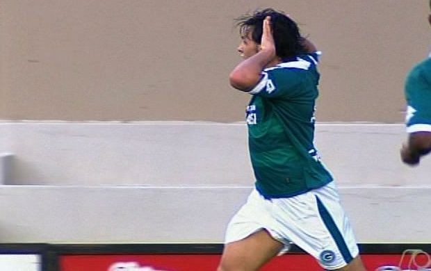 Ricardo Goulart comemora gol contra o Vila Nova (Foto: Reprodução/TV Anhanguera)