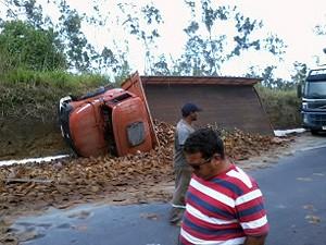Caminhões precisam fazer desvio por conta de acidentes na BR-101 (Foto: Joselito Filho/Arquivo Pessoal)