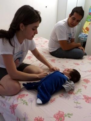 Bebê Heitor demanda cuidados redobrados (Foto: Natália de Oliveira / G1)