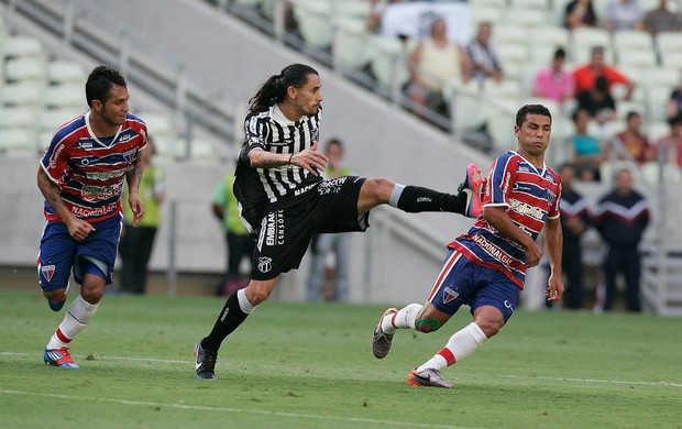 Ceará vence Fortaleza (Foto: Kid Junior/Agência Diário)