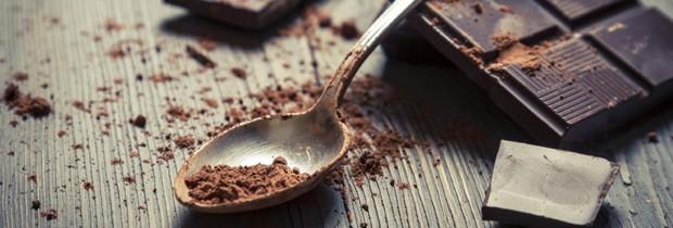Chocolate meio amargo é rico em antioxidantes, ácidos graxos e flavonoides que deixam a pele radiante (Foto: Think Stock)