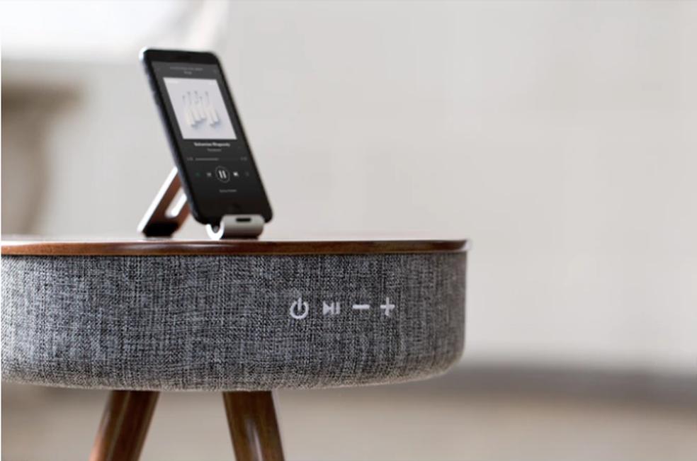 Mellow é uma caixa de som em forma de mesa e que também serve como Powerbank (Foto: (Foto: Divulgação/Kickstarter) )