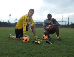 Gatti, goleiro Volta Redonda, Alex Pelé, treinador de goleiros (Foto: Vinícius Lima/GLOBOESPORTE.COM)