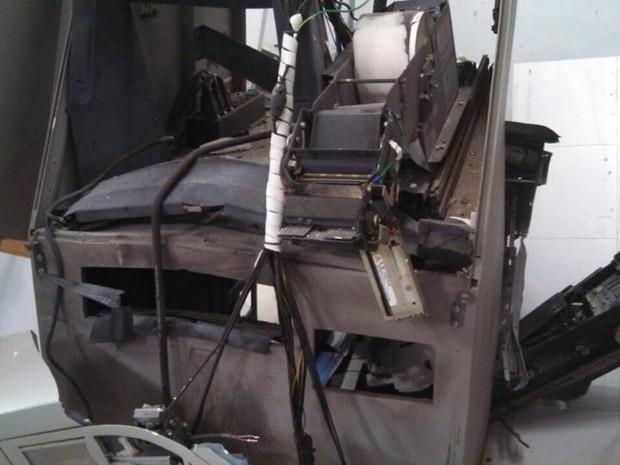 Explosão de caixas eletronicos em Pompeu (Foto: Polícia Militar/ Divulgação)