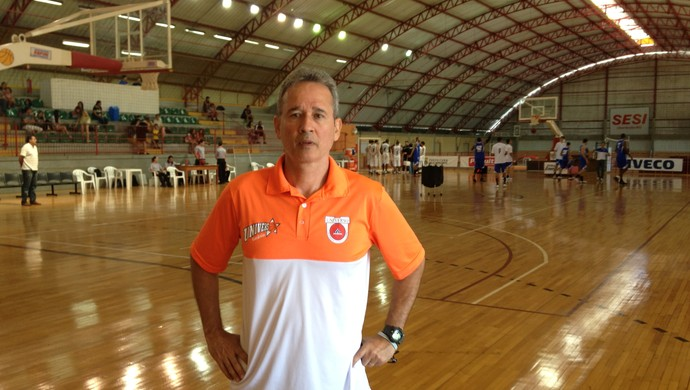 Técnico do Goiânia, Márcio Andrade (Foto: Gullit Pacielle)