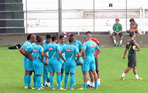 Bruno Mendes titular no treino da seleção sub-20 (Foto: Marcelo Baltar )