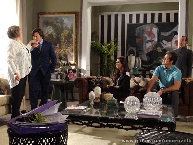 Murilo consegue encantar Eudóxia (Foto: Amor à Vida/TV Globo)