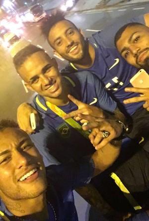 Neymar, Felipe Anderson, Gabigol e Luan Brasil Ônibus (Foto: Reprodução)