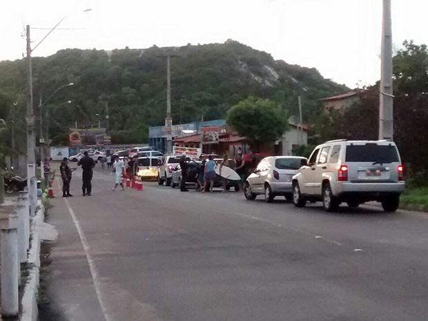Em Pirangi, quatro pessoas foram presas por embriaguez ao volante, cinco carros foram apreendidos e 36 carteiras de habilitação recolhidas (Foto: Divulgação/Polícia Militar do RN)