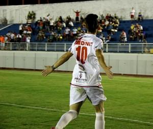 Robinho, atacante do Rio Branco, comemora gol na final (Foto: João Paulo Maia)
