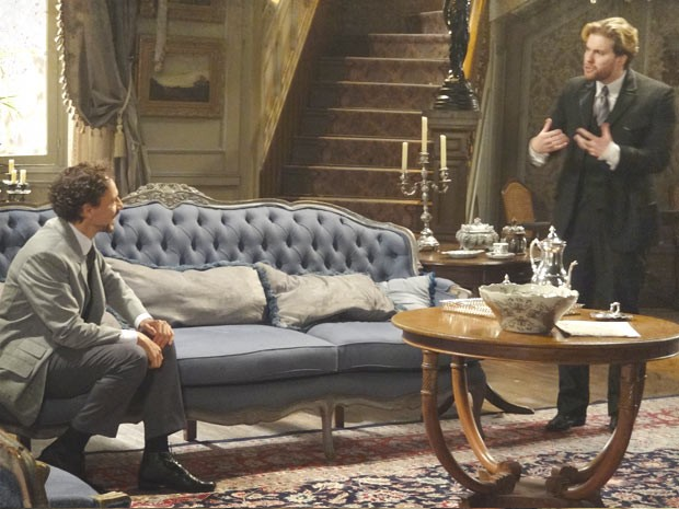 Edgar reage ao saber que Laura quer conhecer Antônio Ferreira (Foto: Lado a Lado/TV Globo)