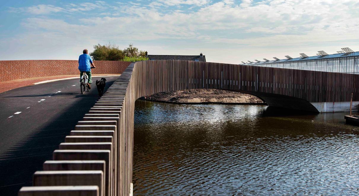 Até as curvas da ponte foram bem pensadas: elas estão posicionadas nos locais que oferecem a melhor vista da paisagem para o pedestre (Foto: Divulgação)