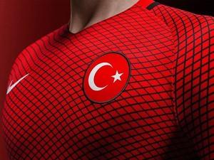 Detalhe da nova camisa da Turquia parecida com uniforme do Homem-Aranha (Foto: Divulgação)