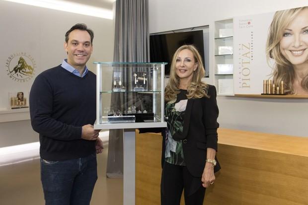 Mario Pantalena lança corner na Suíça com Jacqueline Piotaz  (Foto: Reprodução)