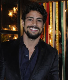 Cauã Reymond vive vocalista de banda (Foto: TV Globo / Bob Paulino)