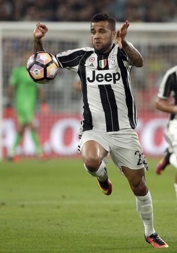 Daniel Alves Juventus Fiorentina (Foto: Max Rossi/Reuters)