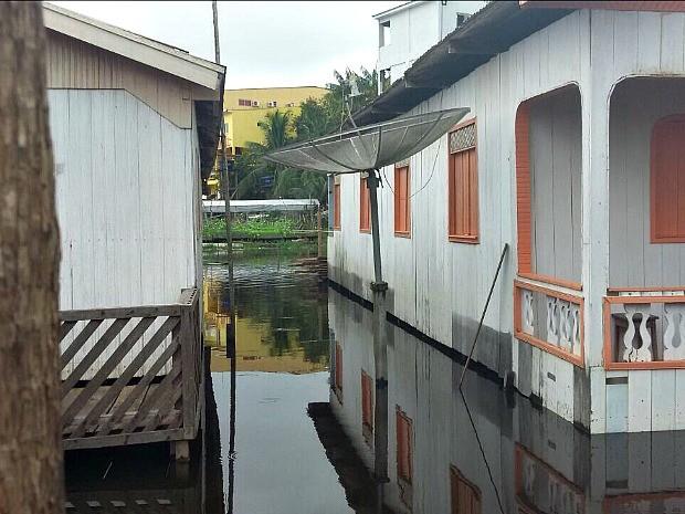 Cidade tem ruas alagadas; casas estão isoladas  (Foto: Defesa Civil/Divulgação)