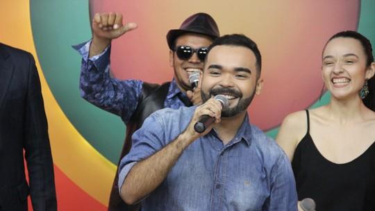 Oyama Filho presta homenagem ao cantor Jerry Adriani