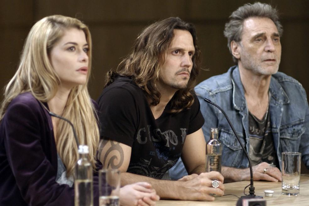 Diana, Gui e Gordo paracem não acreditar nas palavras do apresentador (Foto: TV Globo)