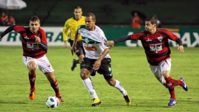 Coritiba x Atlético-GO - 2011 (Foto: Agência Estado)