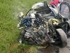 Batida entre caminhonete e caminhão deixa dois mortos nos Campos Gerais