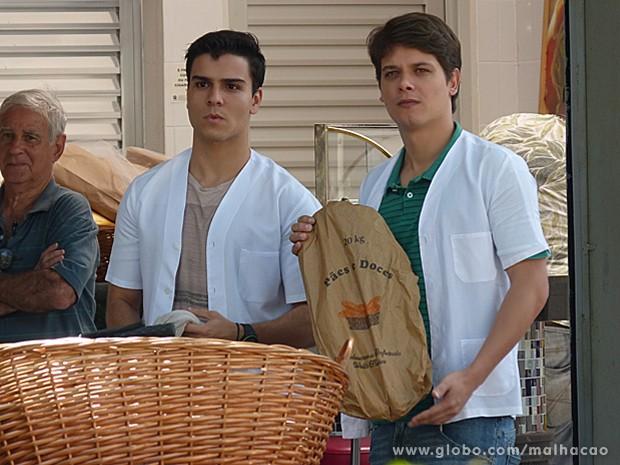 Em cena, Daniel Marques dá vida ao personagem Tuninho, funcionário da padaria (Foto: Malhação / TV Globo)