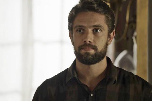 'O outro lado do paraíso': Renato será aliado de Clara em seu plano de vingança
