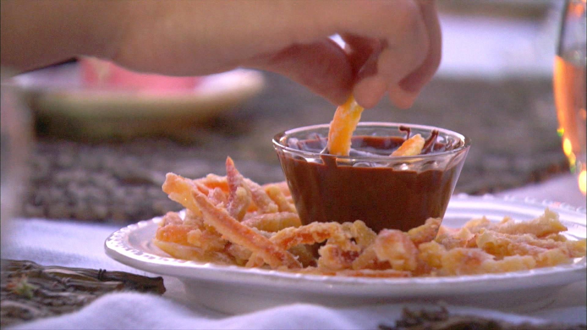 A Cozinha Caseira de Annabel - cascas de laranja com chocolate  (Foto: Reproduo / GNT)