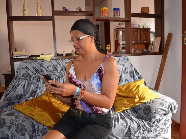 Raimunda Girlene Picanço vai doar o dinheiro que seria para pacotes adicionais de internet (Foto: Adonias Silva/G1)
