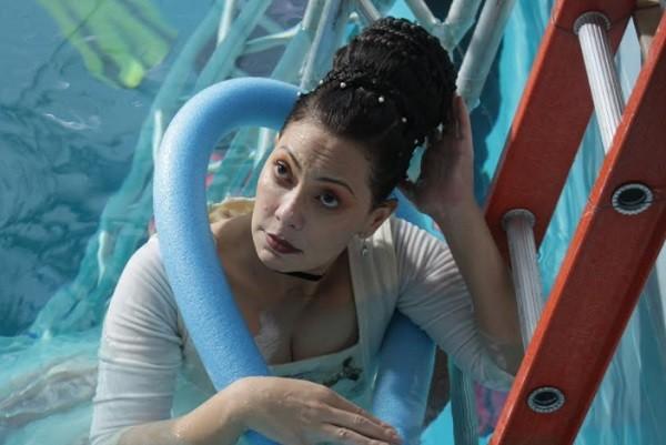 A atriz teve aulas de mergulho e apneia para as filmagens de Pluft, o Fantasminha  (Foto: Elisa Bessa)